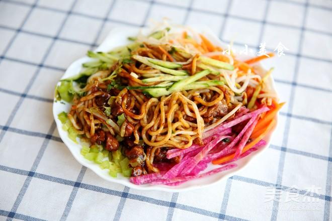老北京炸酱面:北京人最爱的面条的制作大全