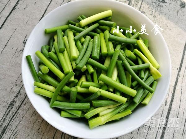 腊肠炒蒜苔:色彩诱人的川菜,浓郁的麻香辣味的做法大全