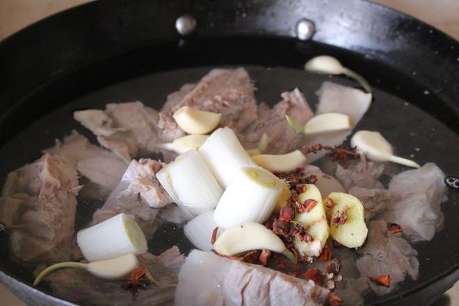猪骨黄豆炖粉条怎么煮