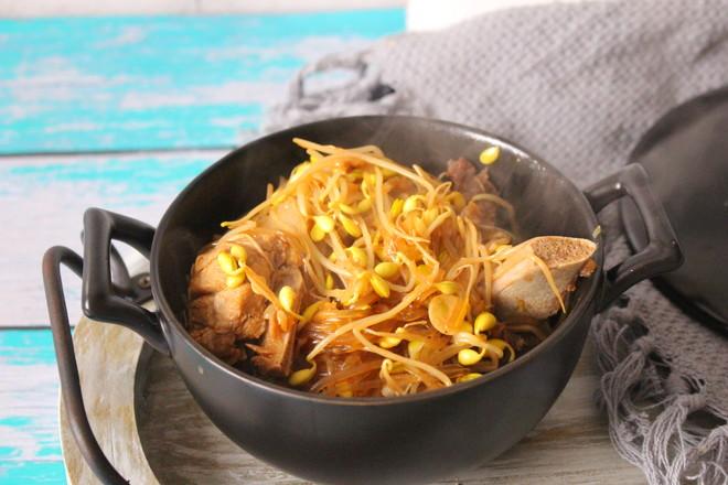 猪骨黄豆炖粉条的制作方法