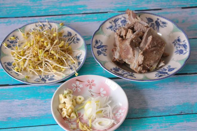 猪骨黄豆炖粉条怎么煸