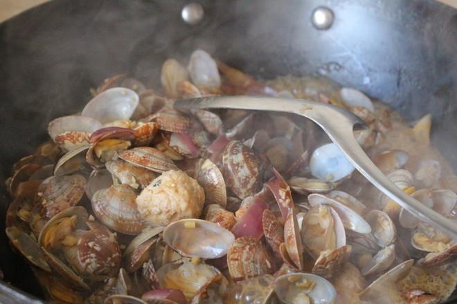 花蛤炒肉丸怎样炒