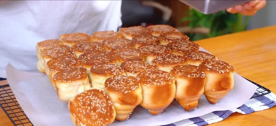 蜂蜜脆皮小面包成品图