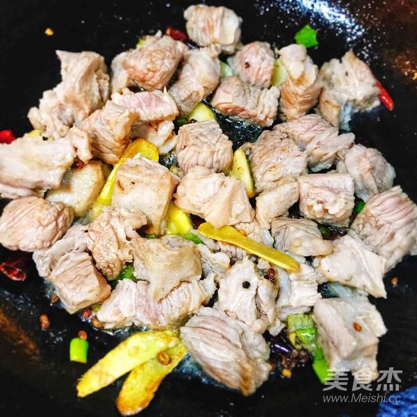 美味萝卜炖牛腩盖饭的简单做法