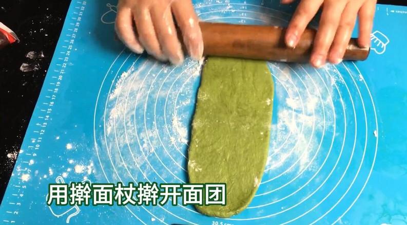 抹茶麻薯欧包,只揉几分钟就可以出面包膜的步骤