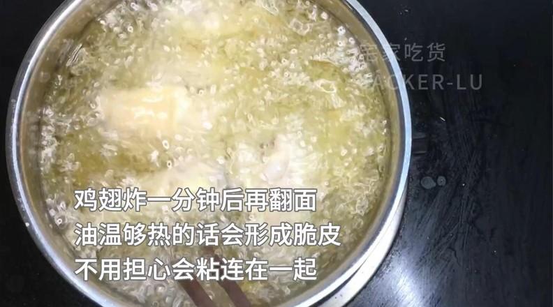 最简单的炸鸡翅,炸至金黄,入口酥脆,香嫩又多汁!怎么吃