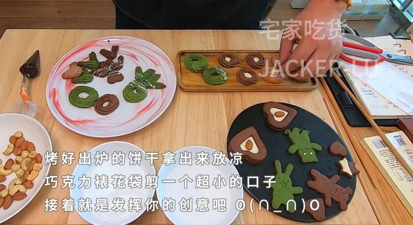三色卡通曲奇饼干,入口酥脆甜蜜。怎样煮
