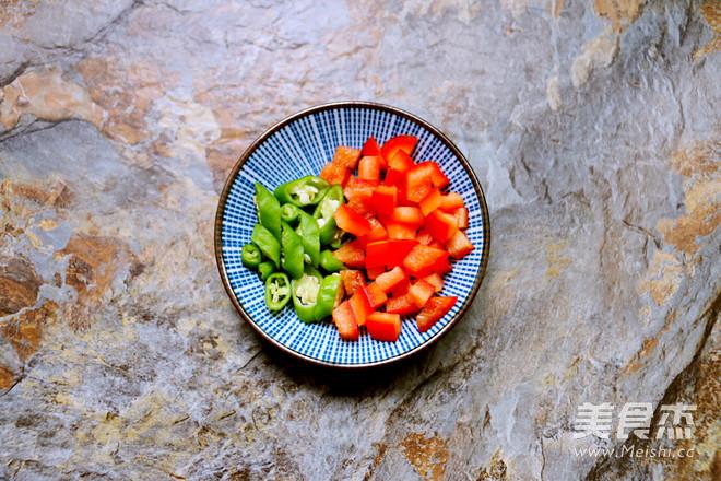 老坛酸菜牛肉风味酱拌面的家常做法