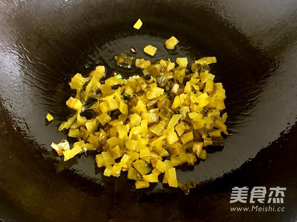 老坛酸菜牛肉风味酱拌面怎么炒