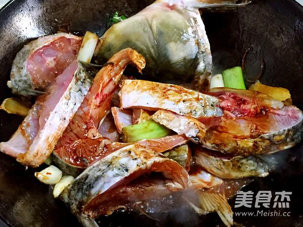 铁锅黄豆酱炖鱼怎么炒