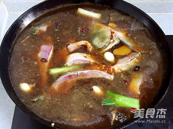 铁锅黄豆酱炖鱼怎么煮
