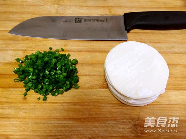 饺子皮版葱花饼的做法图解