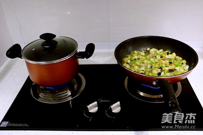 茄子肉丁打卤面怎么做