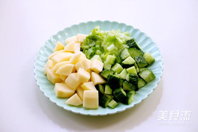 黄瓜芹菜苹果汁的步骤
