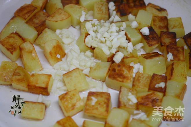 蒜香煎土豆的简单做法