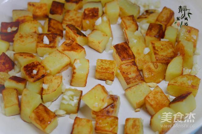 蒜香煎土豆怎么吃