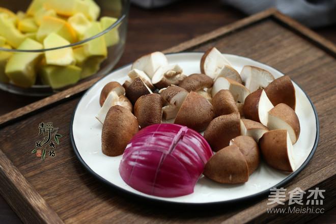 南瓜香菇鸡腿焖饭的家常做法