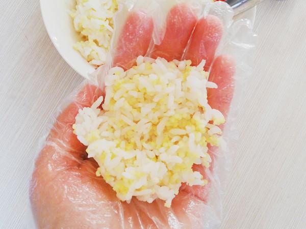 鲍鱼酱双米饭团的家常做法