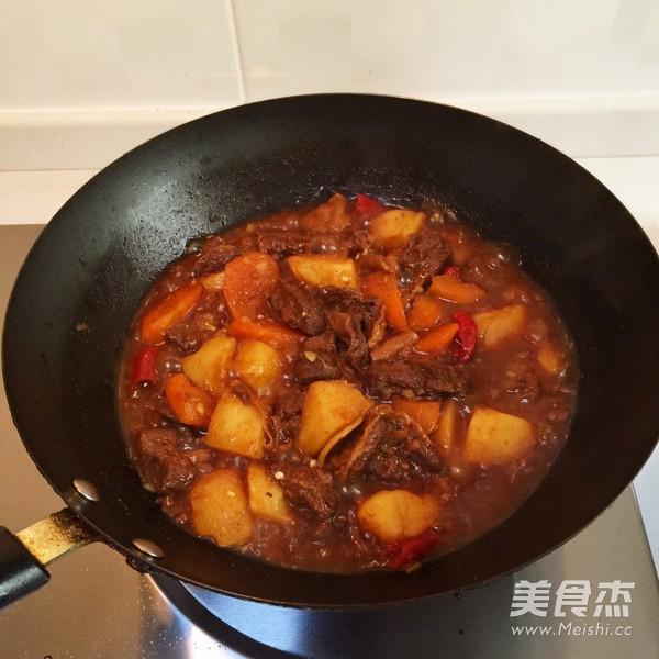 土豆胡萝卜炖牛腩的简单做法