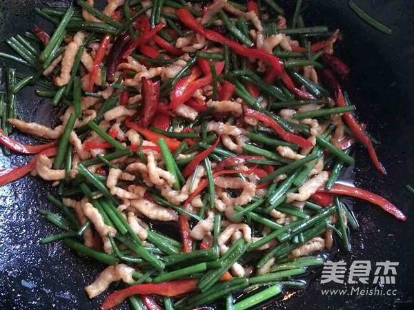 韭菜苔炒肉丝的简单做法