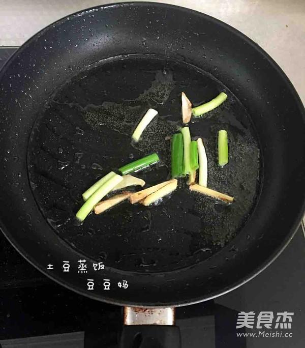 土豆焖饭怎么吃