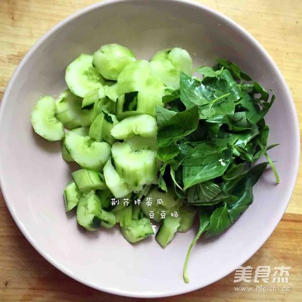 荆芥拌黄瓜的简单做法