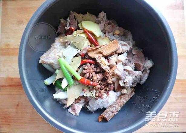 高压锅红焖牛肉面的家常做法