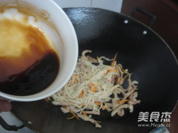 金针菇炒肉丝怎么炒