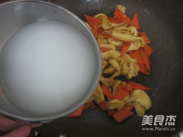 素炒腐竹的步骤