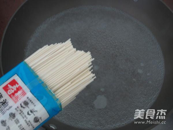 清汤肉片挂面的家常做法