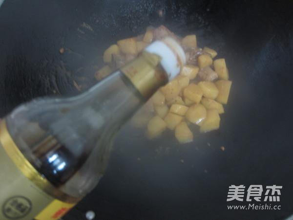 土豆烧排骨怎样煸