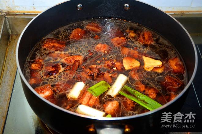 红烧肉焖豆角怎么炒