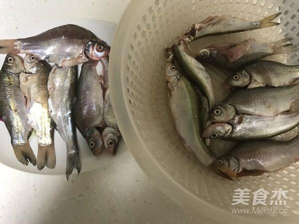 老北京酥鲫鱼的做法大全