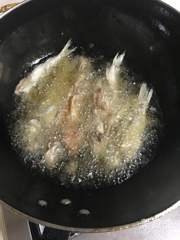 老北京酥鲫鱼的家常做法