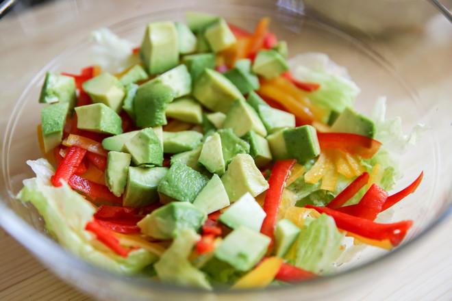 牛油果大虾沙拉#丘比沙拉汁#的家常做法