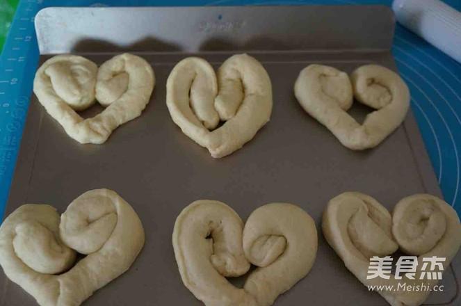 爱心松仁玉米面包怎样做