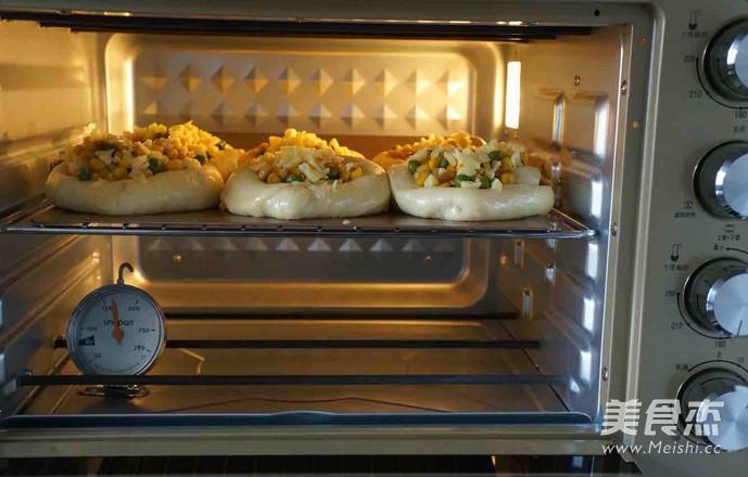 爱心松仁玉米面包的制作