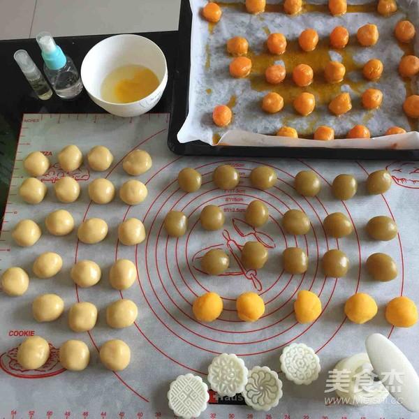 奶香奶黄蛋月饼+莲蓉蛋月饼怎么炒