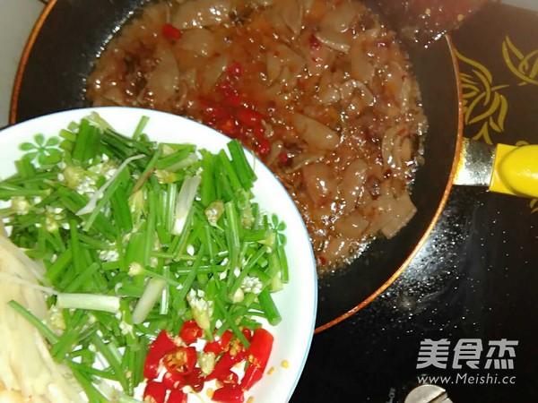 韭菜花炒猪肝怎么做