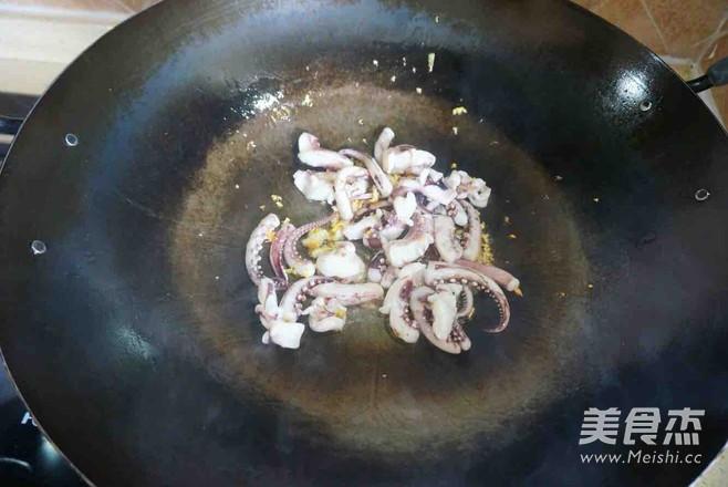 青椒炒鱿鱼须的简单做法