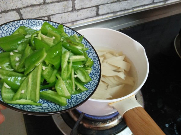 尖椒炒豆皮怎么做