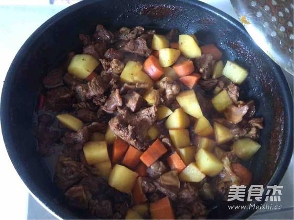 土豆烧牛肉怎样煸
