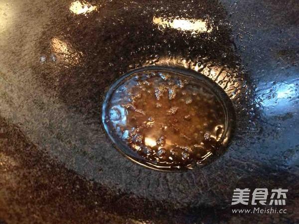 松蘑炖鸡翅怎么炒