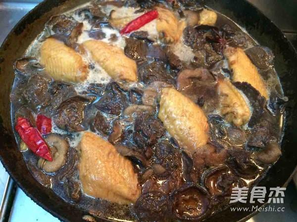 松蘑炖鸡翅怎么煸