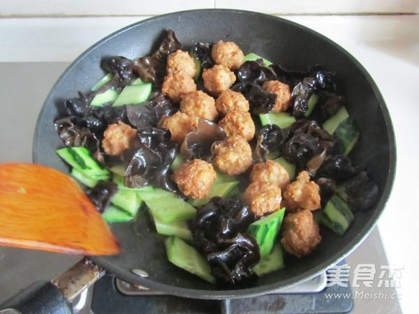 焦熘豆腐丸子怎么炖