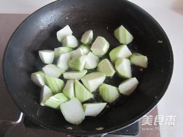 丝瓜蘑菇炒鸡蛋怎么做
