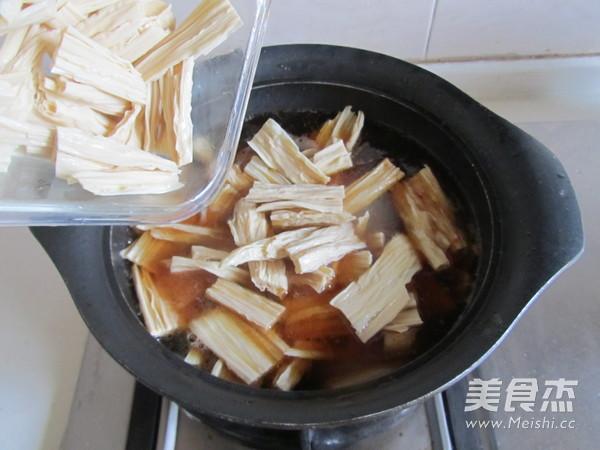 腐竹焖五花肉怎么做