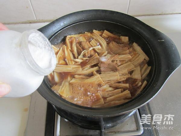 腐竹焖五花肉怎么煮