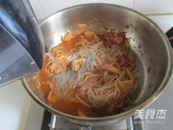 泡菜炒红薯粉怎么炒