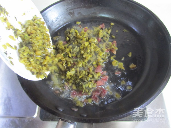 香肠雪菜炒蚕豆米的简单做法